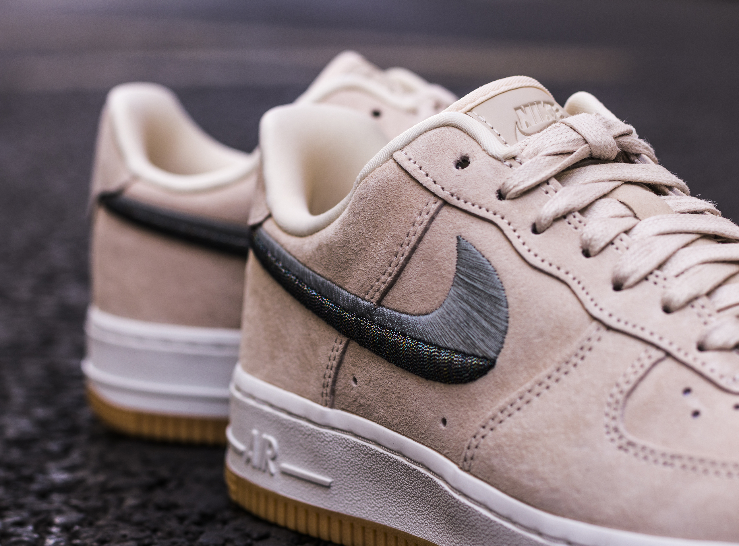Nike Wmns Air Force 1 '07 LX « Two Toned Swoosh